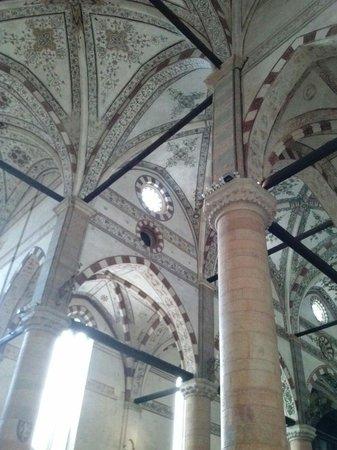 Chiesa di Sant'Anastasia: Interno