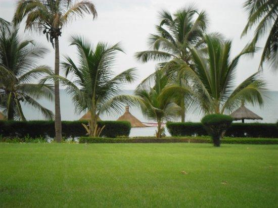 Royam Hotel: de la piscine, vue sur la plage