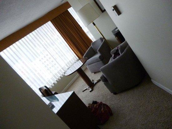 Presidente Hotel: 部屋に入るとすぐにこのスペースがありました。