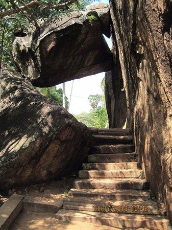 Isurumuniya Temple: Cave