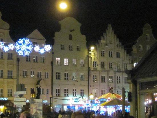 InterCityHotel Augsburg: frammento di Piazza Rathausplatz