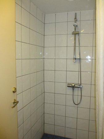 Marken Gjestehus : shared bathroom
