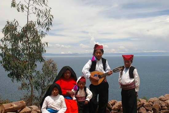 Taquile Island : The family were performing