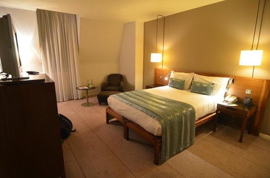 The Trafalgar Hotel: The room, a bit darker than it seems