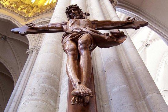 Catedral de la Plata: Jesús en la cruz (Leo Moroder)