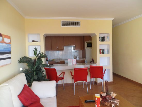 Costa Sal Villas and Suites: Lounge , kitchen room 122