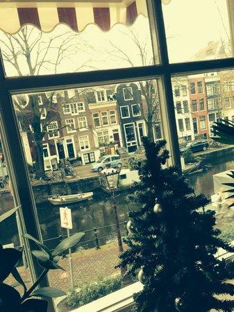 Cafe Hans en Grietje: Il panorama da un tavolo al secondo piano: decisamente suggestivo.
