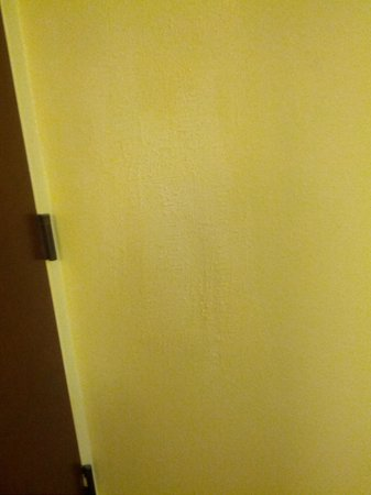Hampton Inn University Place: Huge patch job behind front door in room entryway
