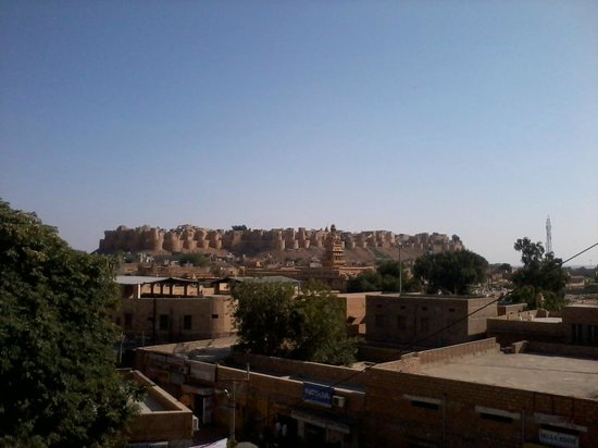 Hotel Akashdeep : View of Jaisalmer Fort from roof top resto