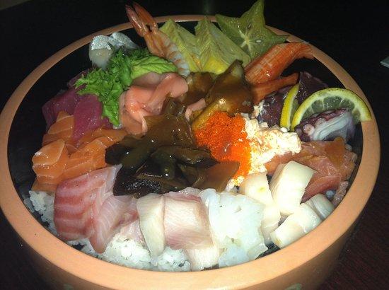 Hakata Japanese Steak House: chirashi bowl....so fresh!!