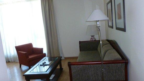 Amerian Executive Mendoza Hotel: sala contigua a la habitación