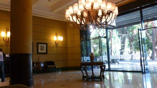 Amerian Executive Mendoza Hotel: entrada del hotel