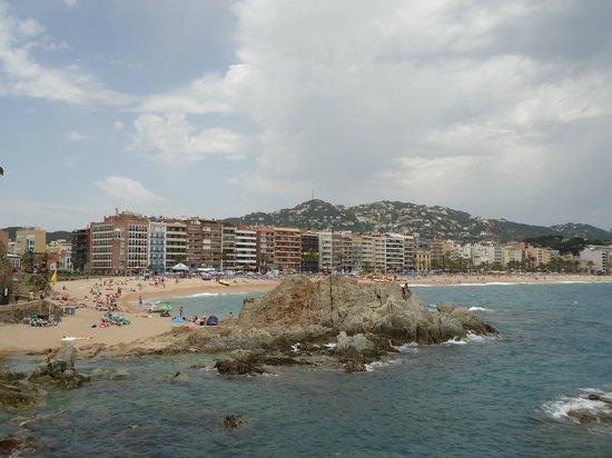 Lloret Beach: В июне отдыхающих на пляже еще немного