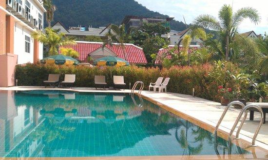 Dome Resort: Pool