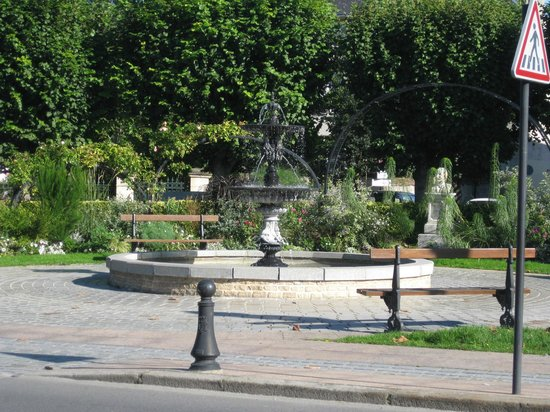 L'Ex-Voto : Площадь возле отеля