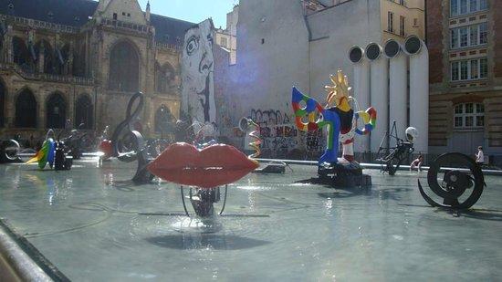 Creperie Beaubourg : Симпатичный вид со стороны столиков на улице