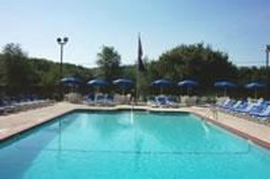 Keen Lake Camping and Cottage Resort: Spacious Heated Pool