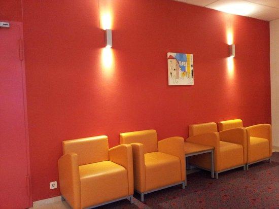 Hotel Ibis Lisboa Jose Malhoa: Sala de estar