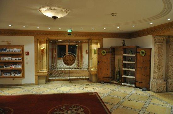 Hotel Tyrolerhof: Холл отеля