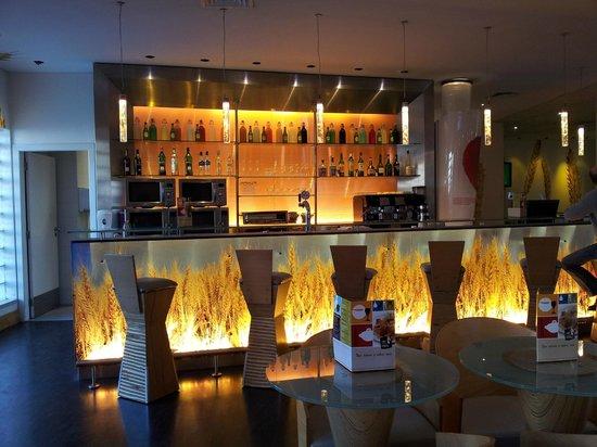 Hotel Ibis Lisboa Jose Malhoa: Bar