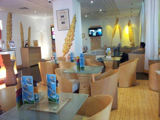 Hotel Ibis Lisboa Jose Malhoa: Sala de estar e refeições