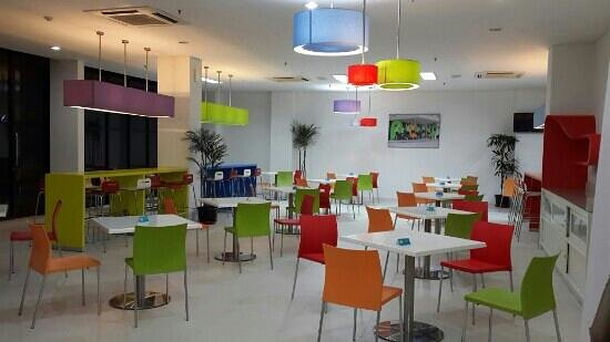 POP! Hotel Airport Jakarta : such a colourful eating place