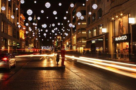 Photo Walks of London: Oxford street Santa