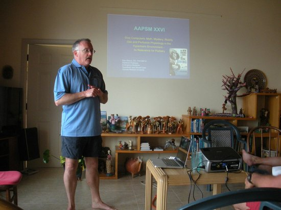 Cobalt Coast Grand Cayman Resort : Daily lectures