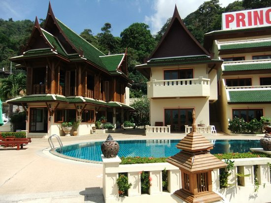 Prince Edouard Apartments & Resort : L'hôtel et la piscine