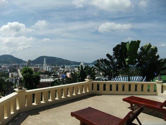 Prince Edouard Apartments & Resort: Panorama depuis la piscine