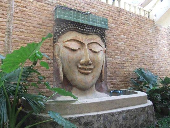 Prince Edouard Apartments & Resort: En face de la salle de fitness