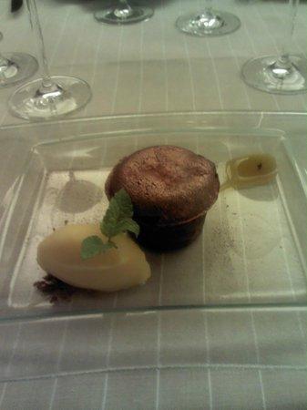 Solana Restaurante: Postre de chocolate con sorbete y cobre