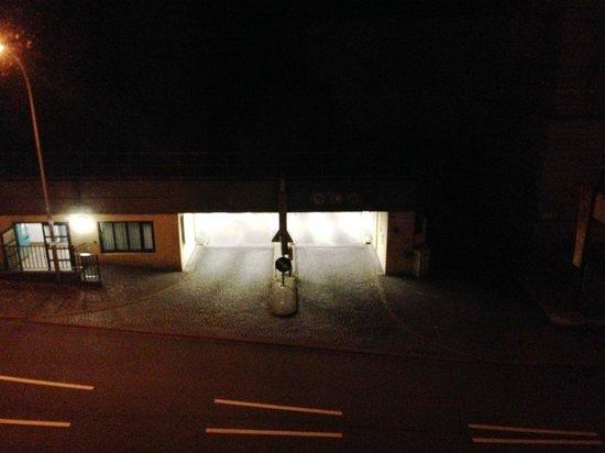 Aqua Aurelia Suitenhotel: Вид на парковку из окна ночью