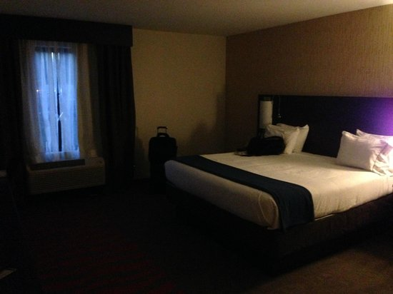 Holiday Inn Express and Suites - Bradford: Large Modern Rooms!