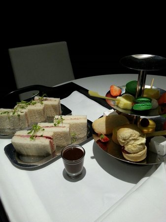 Apex Waterloo Place Hotel: Afternoon Tea... better ones are available. ..