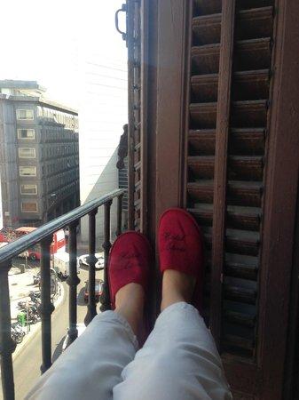 Hostal Astoria: наш балкон)