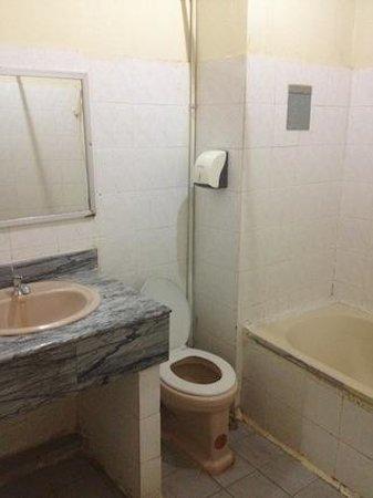 Cholatarn Hotel: バスルーム