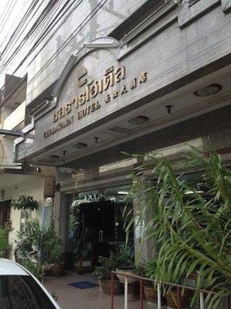 Cholatarn Hotel: ホテル外観