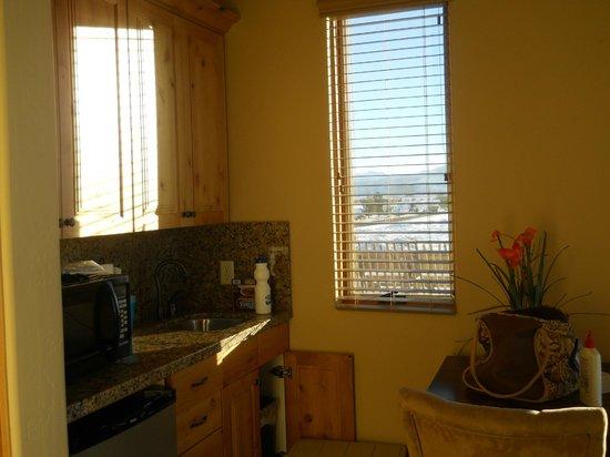 The Villas At Sand Hollow: kitchenette