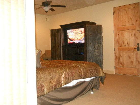 Hurricane, Γιούτα: large TV, king and double bed