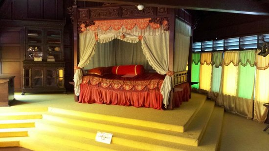 Malacca Sultanate Palace: The bed of Malacca Sultan