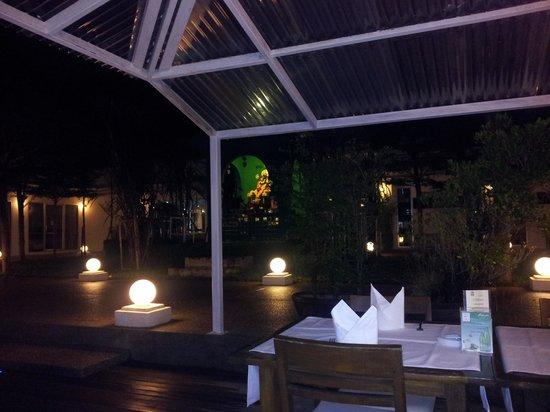 DaVinci Restaurant Nai Harn : exterior terrace