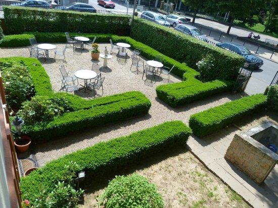 Hotel Alte Villa: jardin