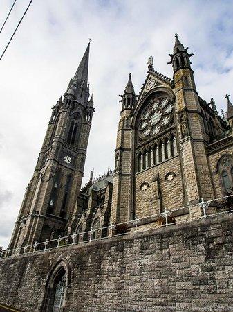 Cobh Cathedral: St. Coleman in Cobh - der Kirchturm ist der zweitgrösste in Irland