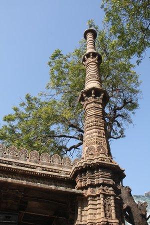 Rani Sipri's Mosque: Pillar