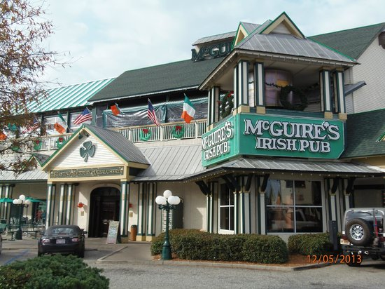McGuire's Irish Pub: Tops for food and drink