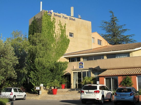 BEST WESTERN Sévan Parc Hotel : Straßenseite