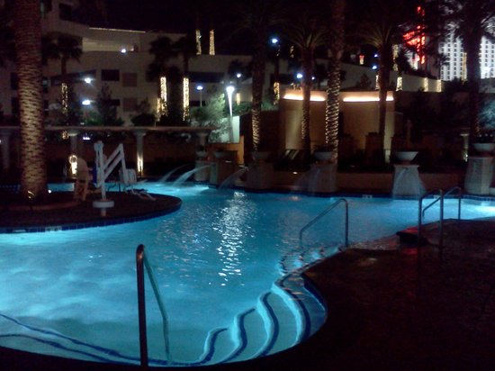 Hilton Grand Vacations on the Boulevard: Pool at Night