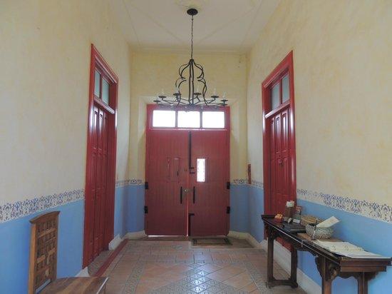 Hotel Medio Mundo : hallway
