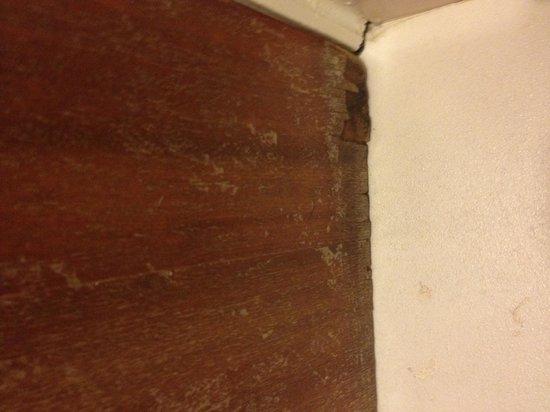 Westpoint Hotel: Mouldy wood